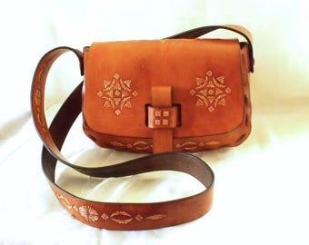 Leather shoulder bag, tooled, nut Brown