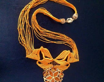Yellow gold necklace with giant jewel button.