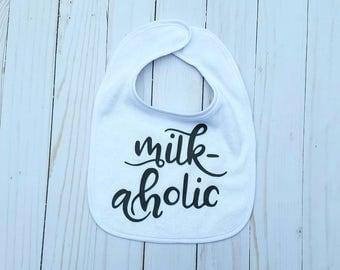 Funny Baby Bib Humorous Infant Feeding Milk Drunk Poppin Bottles Milkaholic Toddler Meal Accessories White Burp Cloth Baby Shower Gift