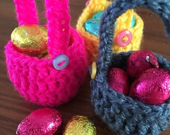 Set of 3 mini crochet baskets