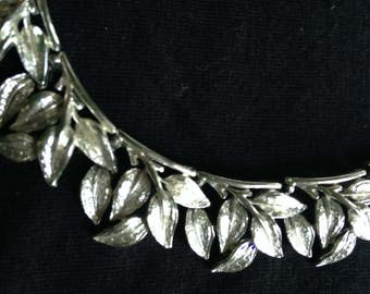 Chocker leaf necklace