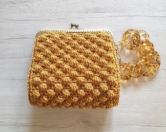 Crochet wristlet bag peanut clic clac brass color ochre and amber