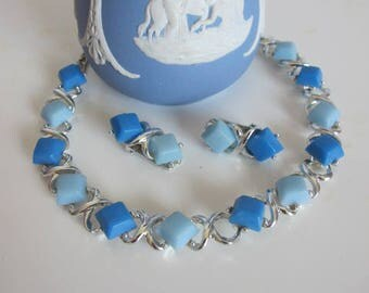 Vintage ST Link Necklace with Blue Thermoset and Matching Clip Earrings