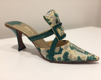 Evening Emerald, Shoe Ornament