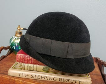 Vintage 60s Black Cloche Hat by Georgi