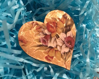 Vintage Style Floral Daffodil Gold Heart Brooch | SAMPLE