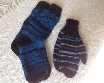 stripey sock 3-8  amd mitten set blue, black and silver women/ladies funky,chunky,trendy