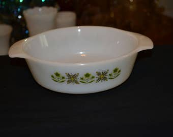 Fire King' milk glass 1 quart casserole dish