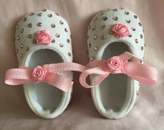 Baby girls pink crystal ribbon bow crib shoes