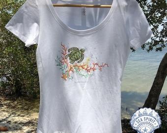 Sea turtle t-shirt | sea turtle tee | Coastal gift | Sea turtle art | Sea turtle gift | Kate McRostie | beach t-shirt | Sea turtle shirt
