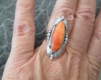 Amazing Navajo Handcrafted Sterling & Spiny Oyster Ring>> Beautiful Shades of ORANGE>> Signed> in excellent condition
