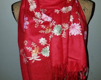 Red floral polyester scarf with fringe