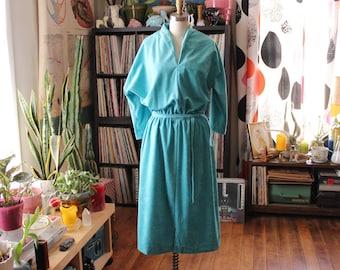 turquoise 1970s dress . poly velvet shirtwaist dress with elastic waist . womens large xl 1x, 70s 80s belted dress