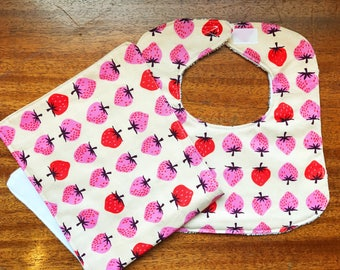 Baby Bib Burp Cloth Set Strawberries, Baby Bib, Baby Burp Cloth, Baby Gift, Drool Bib, Girl Bib