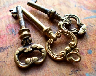 Antique Ornate Victorian Brass Keys // Fall Sale 15% OFF - Coupon Code SAVE15