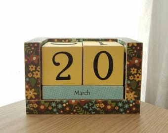 Perpetual Wooden Block Calendar - Country Wild Flowers on Brown