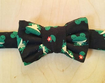 Frog Print Bow Tie for Cats