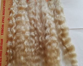 """F170-1 Lustrous Brushed Bundled Washed 7-8"""" Natural Yearling Mohair from Fern .5 OZ"""
