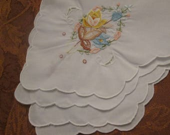 Vintage Bread Basket Liner - Embroidered Table Linens - Spring/ Summer Dining