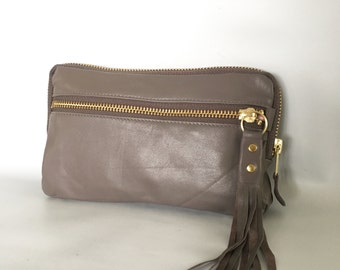 Leather wallet in taupe grey