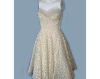 Vintage 1950's Cream Tulle and Lace Stapless Prom Party Dress