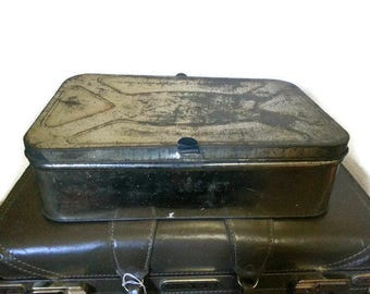 Large Vintage Market Tin Tab Closures 30s 40s Rustic
