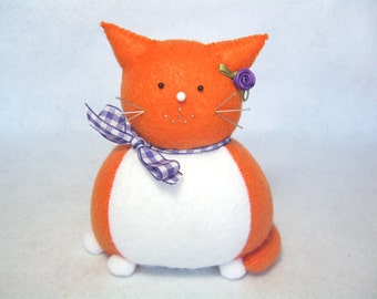 Orange and white cat pincushion, Ginger cat decoration, Felt animal pin cushion, Sewing accessories, Cute cat gift, Gift for sewer, Cat love