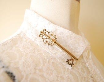 vintage 1970s  brooch / key / brass /gold / pin / collar pin