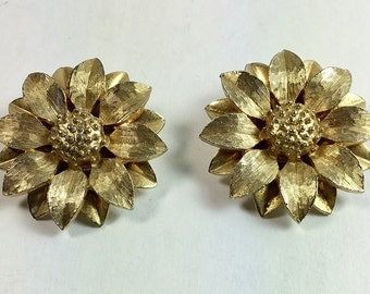 Sarah Coventry Designer Signed Sunflower Clip Earrings Gold Tone Vintage - Statement Sunflower Earrings by Sarah Coventry