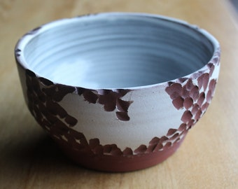 Carved texture white bowl