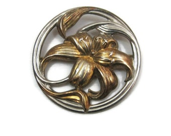 Vintage 70s Brooch Art Nouveau Style Lilly Flower Circle Pin Gold Silver