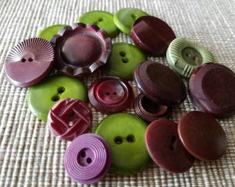 Vintage Buttons - Cottage chic mix of magenta and green lot of 18 old and sweet(mar 95 17)