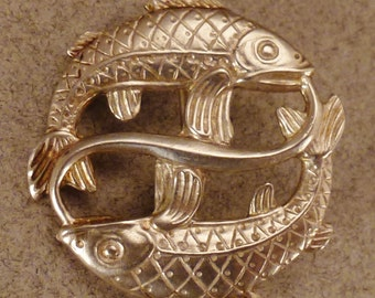Sterling PISCES Brooch handcrafted pin relief great condition 1 inch diam