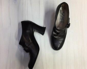 vintage chunky heel Mary Janes / 90s shoes / criss cross black leather Via Spiga block heels
