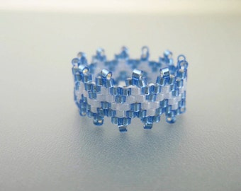 Peyote Ring / Beaded Ring  in Blue / Seed Bead Ring / Size 7 Ring / Beadwork Ring / Delica Ring / Peyote Band / Zig-Zag Ring / Beadwoven