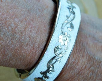 White, Gold tone Floral Bangle Bracelet, Vintage, Safety Chain (H8)