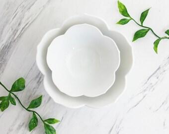 Vintage Pair of Nesting White Lotus Bowls / Mid Century Porcelain Flower Bowls / Porcelain Lotus Bowls / Vintage Rice Bowls