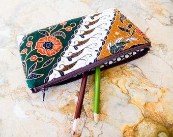 Batik Fabric Zipper Pouch, Fabric Zipper Case, Coin Purse, Change Pouch, Zipper Pouch, Fabric Pouch, Gift for Mom, Gift for Grad