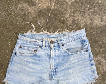 The Vintage Light Wash Levi Frayed Short Shorts WAIST 29