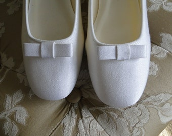 Size 8 Bridal Ballet flats white crepe with classic bow design