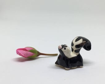 Hagen Renaker Skunk Figurine - Miniature Ceramic Animal