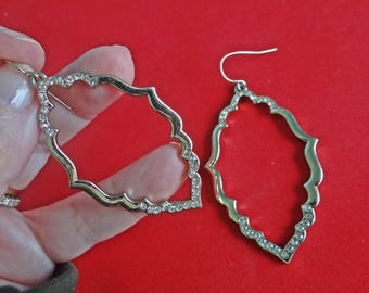 """Vintage gold tone 2"""" pierced dangle earrings with rhinestones in great condition"""