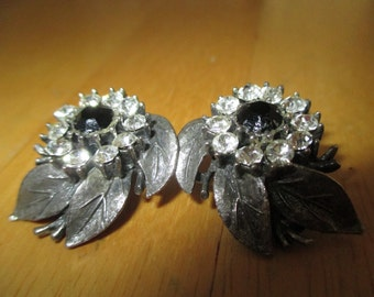 Vintage costume jewelry  / clear & black rhinestone clip on earrings