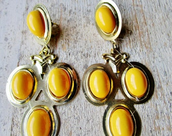 "Vintage Lucite YELLOW Chandelier Mod Dangle Modern 1960's Pierced 3 1/2"" Long Gold Tone Retro Runway Statement"