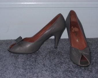 Nina Gray Peep Toe Pumps with Bow  7 1/2 Shoes
