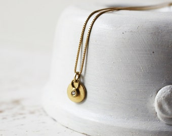 14 Karat Gold Round Pendant With a Tiny Diamond Pendant / 14k Gold Pendants / Diamond Gold Necklace / Diamond Pendant / Diamond Pendant