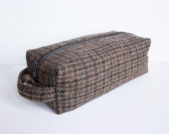 Harris Tweed men's wash bag in khaki-brown houndstooth pattern