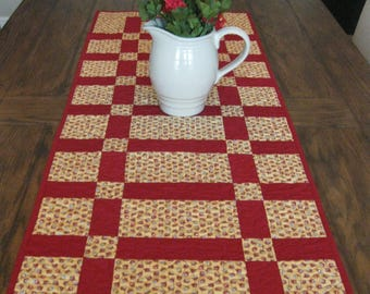 Sidewalks and Squares Quilted Table Runner