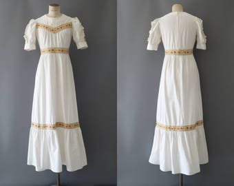 Camille dress | Off white cotton long dress with ruffle skirt and floral embroidery | 1970's by Cubevintage | small