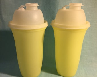 Set of 2 – Yellow Shaker/Mixing/Blender Drink Tupperware Cup Containers